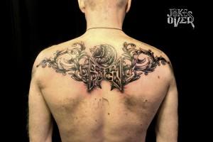 Татуировка на спину черно-белая Москва